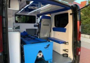 wnętrze ambulansu